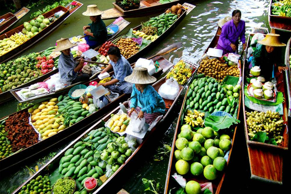 Fruit-piled-high-at-Damnoen-Saduak-Floating-Market